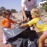 kids-beach-cleaning-sep05